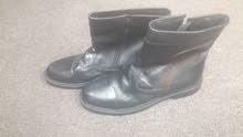حذائين برقبة...جديد....جلد طبيعي... الواحد 100 ريال.