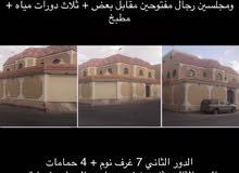 فيلا للبيع عمرها 7 سنوات  غرب الرياض