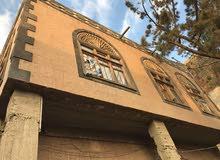 عماره دورين حجر على شارع رئيسي عرطه
