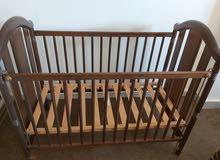 سرير اطفال ماركة اسبانية لبيع