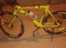 دراجه سباق  مصنوعه من المعدن
