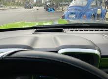 كمارو سيارة التميز ما في متلا كمارو كتير بس مش هيدي