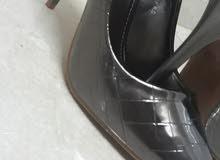 حذاء كعب عالي لون رصاصي مقاس 38