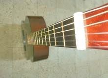 جيتار أصلي كلاسيك للبيع مع كامل أغراضه