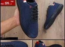 حذاء مصنوع من قماش جينز