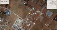 ارض للبيع طريق المطار خلف جامعة الشرق الاوسط مساحه 600م على شارع 30
