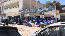 قطعة ارض في ارض الصلابي مقابل كوبري الحديد مطلة على الطريق المؤدي إلى سوق المصرية