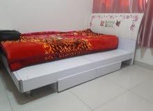 سرير نوم بحالة جيدة للبيع بسعر 200 درهم