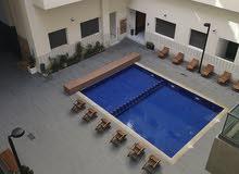 شقة للإيجار السنوي مطلة على مسبح