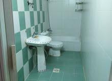 شقة فارغة للايجار ضاحية الرشيد 2نوم صالون 150 ارضيات سيراميك ديكورات
