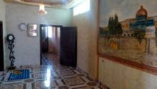 بيت للبيع مكون من ثلاثه طوابق في مخيم البقعه