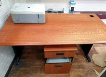 طاولة مستعملة للبيع
