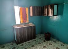 شقة للايجار تتكون من 3 غرف حمام واحد صالة مطبخ وبلكونة بالقرب من مسجد المعاودة