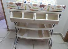 بانيو مع قاعدة + سرير حديثي الولادة + صينية ضيافة