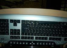 كمبيوتر بنتن فور مستعمل  بحالة جيدة استعمال شخصي مع طاولة 60 دينار  للتواصل هاتف
