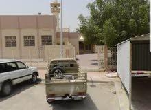 للبيع بيت بالظهر ثلاث ادوار زاويه حديقه بوجه مسجد