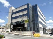 مجمع تجاري مكاتب و محلات للبيع في ام السماق بمساحة بناء 8700م