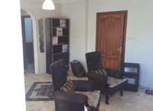شقة للبيع بسعر مغري وبموقع مميز جدا وقريبه للخدمات