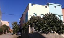 منزل في مدينة بن سليمان له واجهتان مؤلف من طابقين مساحته 100متر،
