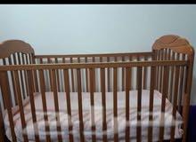 سرير اطفال مع المرتبه