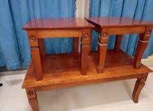 طاولة كبيرة وسط مع طاولتين صغار