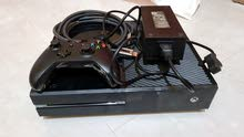 Xbox one 500GB With one controller back broken working good condition