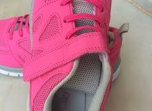 حذاء بناتي جديد