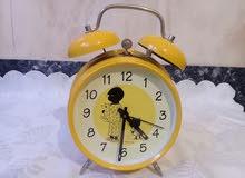 ساعة ميكانيكية قديمة في حالة جيدة تعمل بشكل جيد تحفة