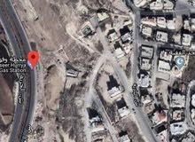 ارض تجاري للبيع مساحة 1100 متر بشارع الحرية