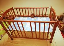 سرير اطفال بباب مفتوح والحاله ممتاز