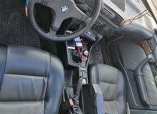 BMW مطور20 اسود غرفه جديده فتحه 3 حركات مري ضب شبابيكك كهرباء السياره بحاجه الى