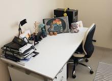 مكتب ابيض