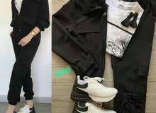 الطقم عباره عن قطعتين  جاكية وبنطلون   اللون أسود قماش مرتب  السعر 65 ألف ليره