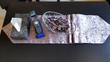 طاوله + عدد 2 طربيزات بحاله ممتازة