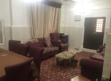 بيت طابق اول مساحته 120 م غرفتين نوم وصالون كبير وحوش كبير