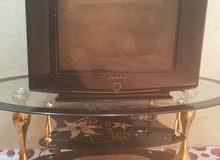 منضدة وتلفاز