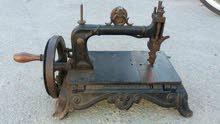 آلة خياطة قديمة جدا + وعاء قديم
