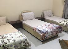 شقة بغرفتين بمدخل خاص بجوار أبو طحنون بصحنوت والمربع التجاري
