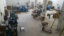 مصنع مجهز بكامل معداته للبيع بداعي السفر/ Factory for sale with all the equipment and machinery