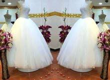 بدلة زفاف مع كندرة زفاف