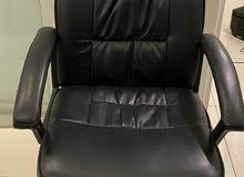 كرسي ثابت لون اسود