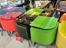 طاولة طعام بالوان زاهية