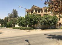 ارض 696م بشارع المقطم الرئيسي بجوار كشري التحرير ومسجله شهر عقاري