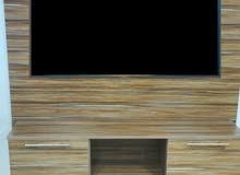 ديكور شاشة تلفزيون خشب بحالة الوكالة للبيع