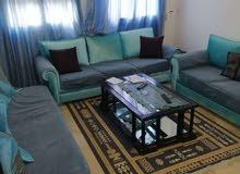 شقة مفروشة متكونة من غرفة و صالة للايجار باليوم على طريق المرسي