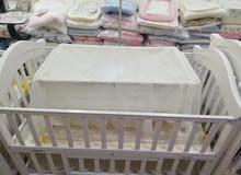 سرير اطفال مع هندول