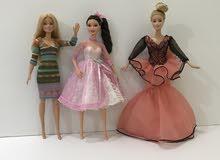 للبيع 3 باربيهات بفساتين جديده مميزه لهوات تجميع الدمي /التواصل عبر الواتساب فقط
