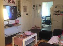 شقة سكنية ممتازة أو تنفع مكتبيه روعه في التشطيب في سنتر المدينه في شارع اول سبتم