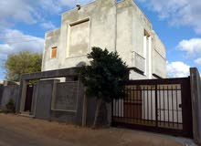منزل دور وملحق الملحق جاهز لسكن تاجوراء خلفة فارس بالقرب من مدرسة السلام حي سكني