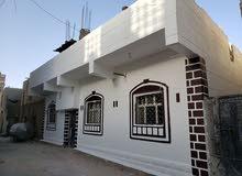 للبيع عقار سكني مكون من شقتين في حي سكني تجاري في قلب العاصمة صنعاء يبعد عن شارع